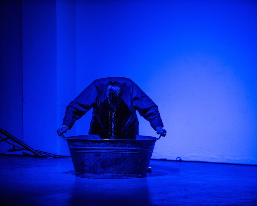 Louise Liliefeldt performance. Photo by Saman Shariati.